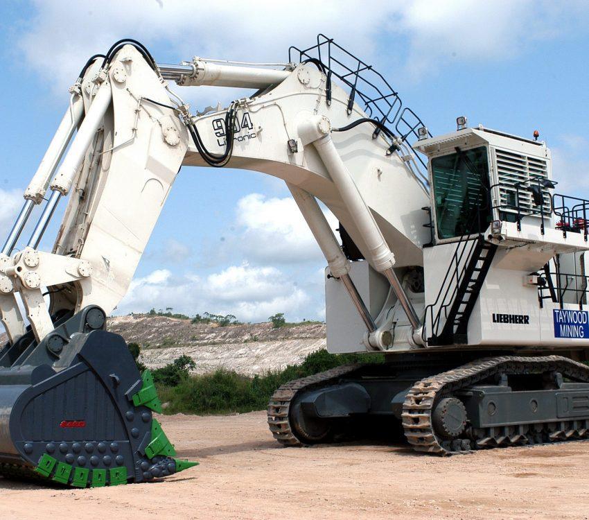 white-heavy-equipment-3906736 (1)